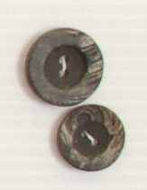 2-hole button (Plastic - Black circled crackled - 15mm)