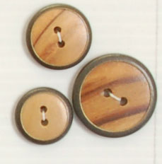 2-hole button (Plastic - Black circled wood - 18mm)